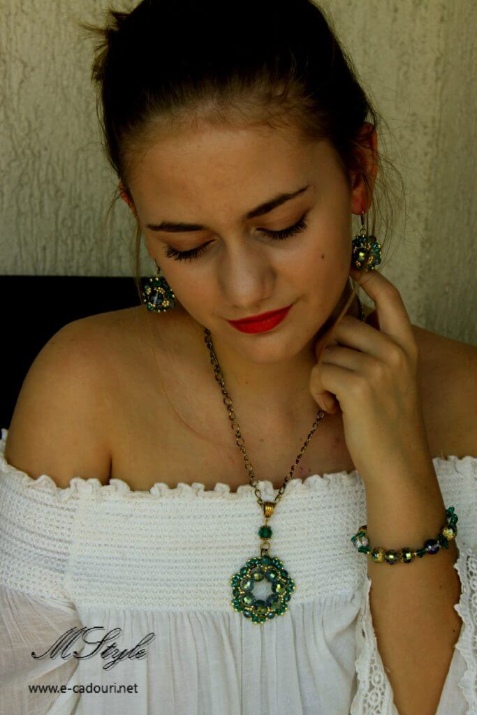 Set Crystal Green colier, cercei şi brăţară 7