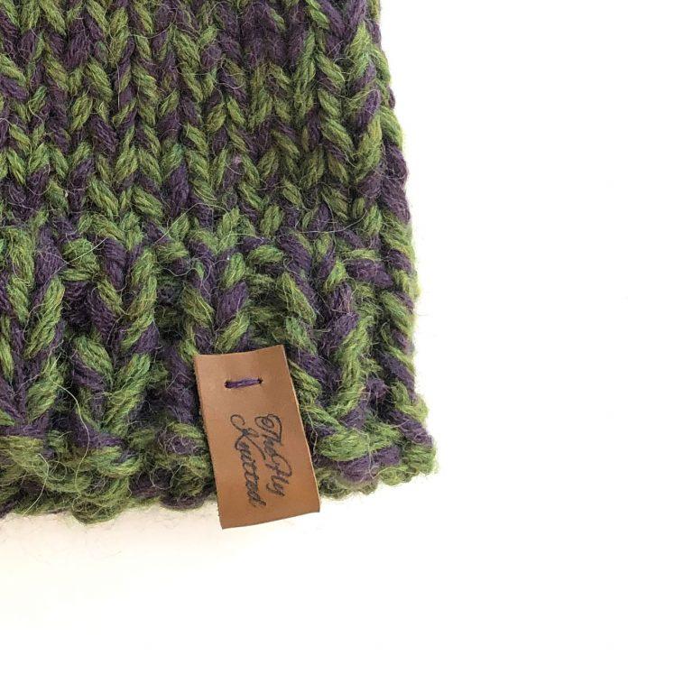 Căciulă verde mov cu ciucur handmade