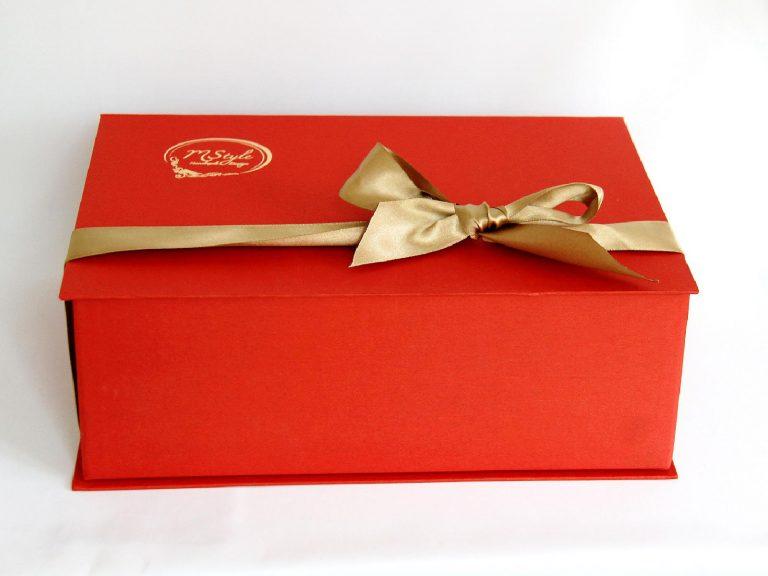 Glob sticlă Crăciun roşu cu auriu 10cm cutie 6 globuri