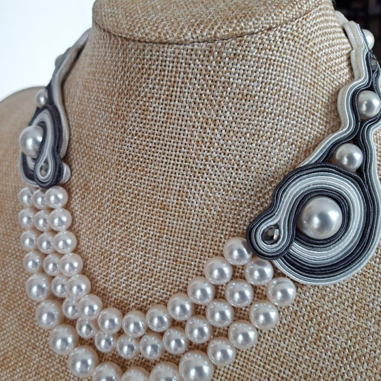 Colier perle Swarovski bază soutache