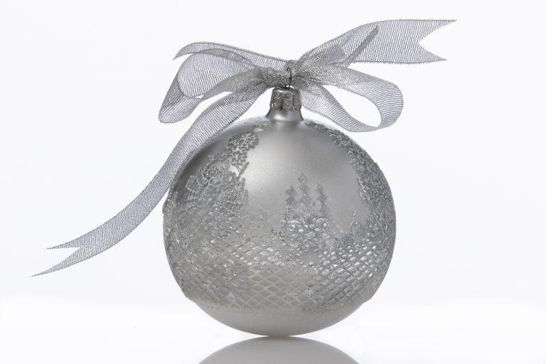 Glob Crăciun argintiu 10 cm