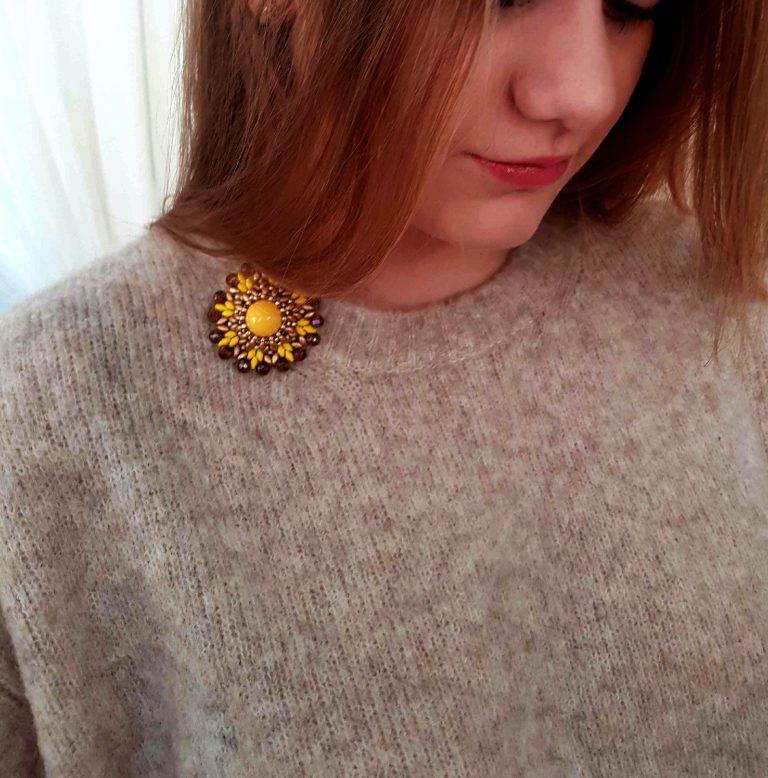 Broşa mărgea galbenă 3