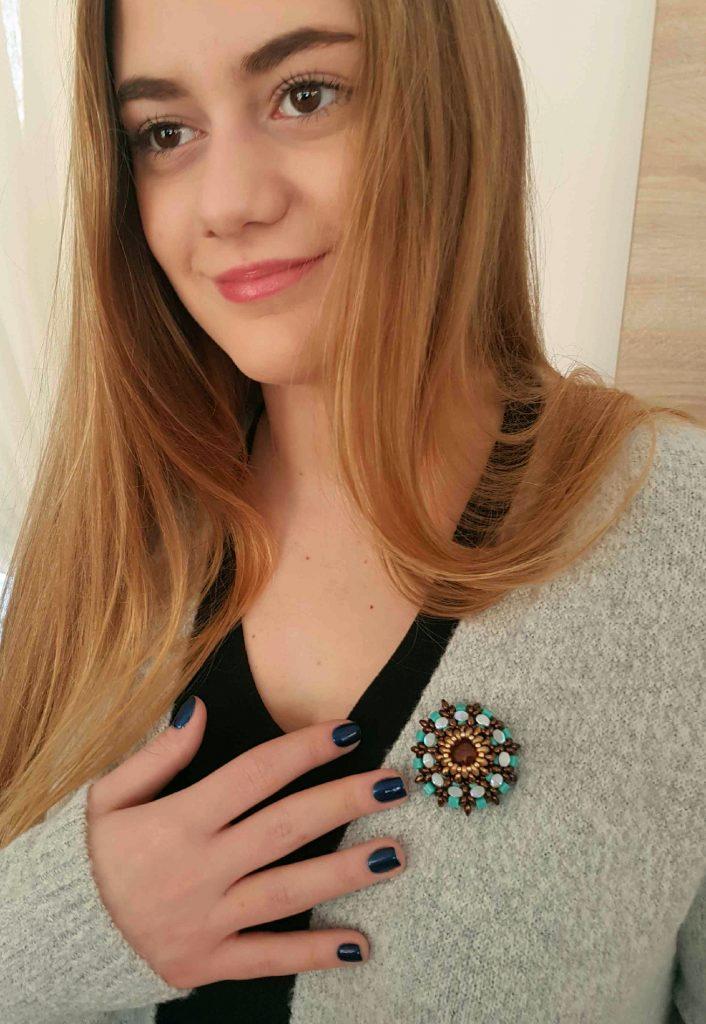 Broşa Red Jasper şi mărgele turquoise