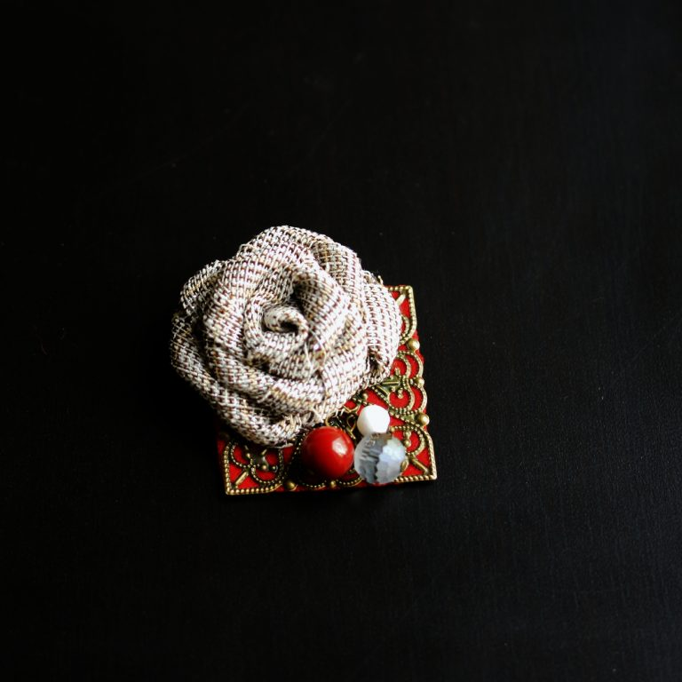 Broşa/mărţişor trandafir 2