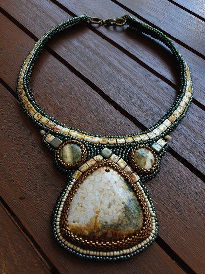 Colier la bază gâtului cu piatră mare Jasper