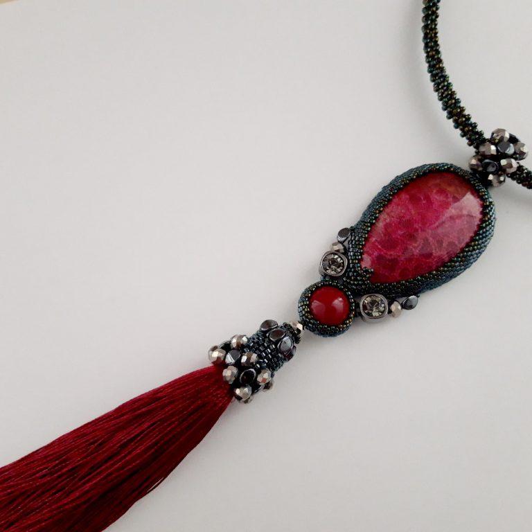 Colier pandantiv 20 cm cu piatră amonit roşu