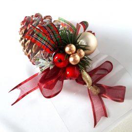 Con de brad decorat în cutie cadou