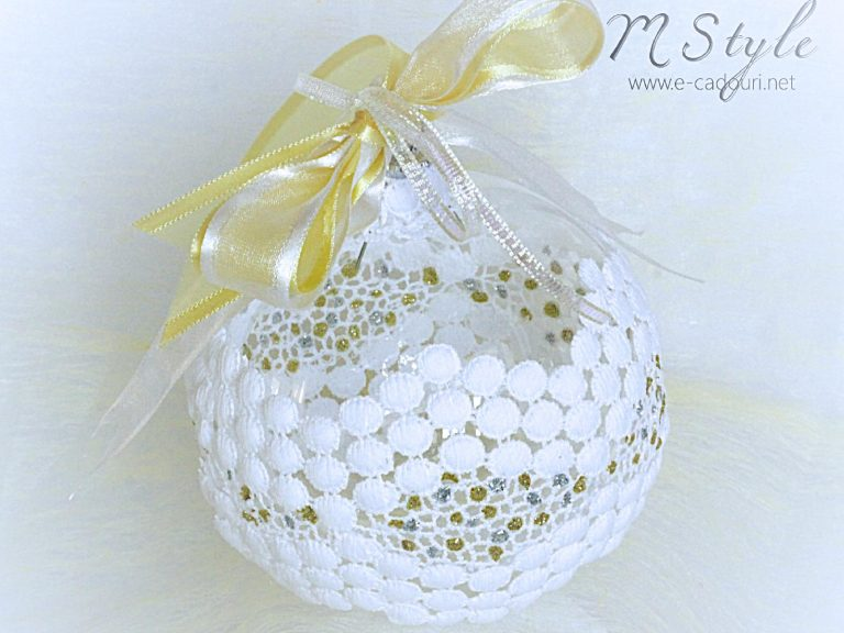 Glob Crăciun dantelă albă, sticlă, 10 cm