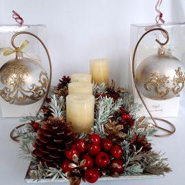 Set Crăciun decor cu lumânări şi globuri