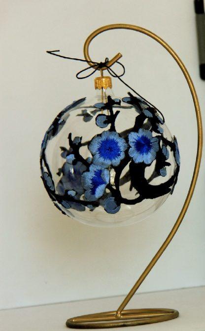 Glob Craciun dantela flori albastre, sticla, 10 cm 2