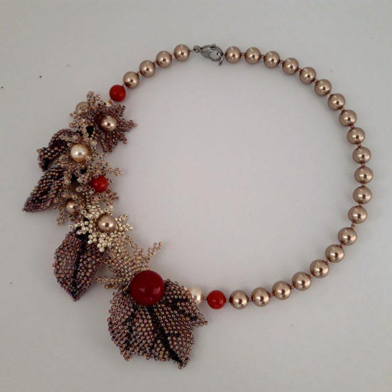 Colier flori peyote și perle Swarovski 8mm