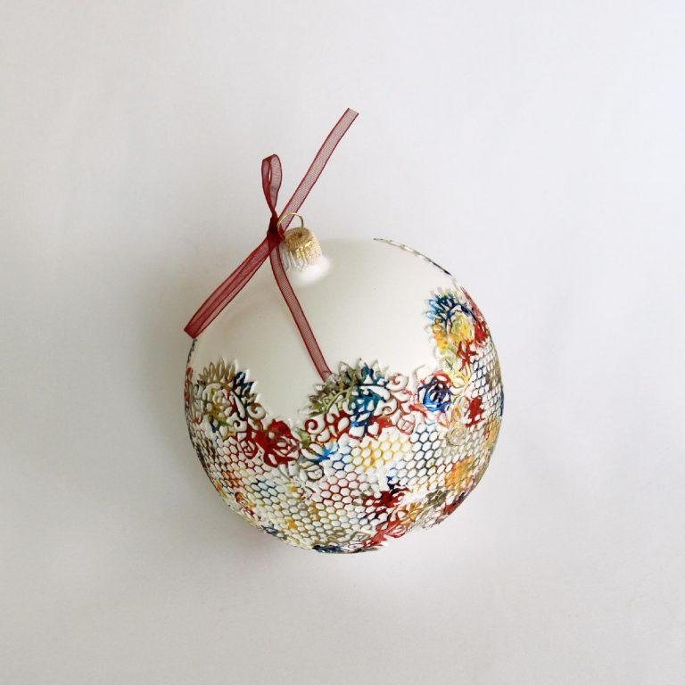 Glob Crăciun sticlă 10 cm alb cu diverse culori