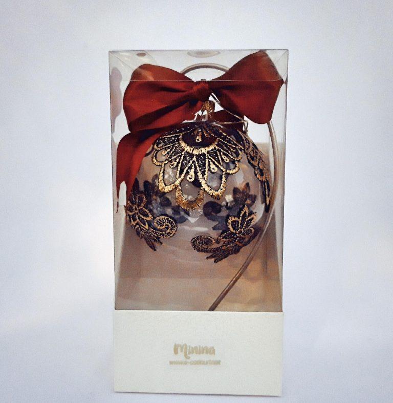 Glob Crăciun sticlă 10 cm cu dantelă negru-auriu