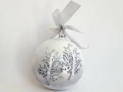 glob craciun alb cu argintiu